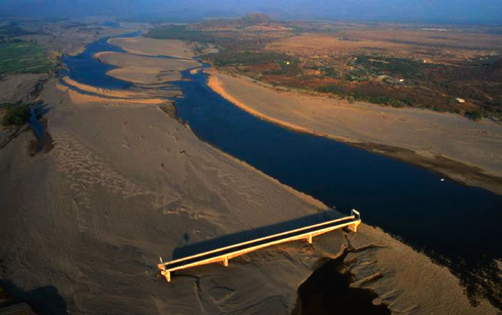 Read more about the article The Allegory of Choluteca Bridge: The Bridge to Nowhere